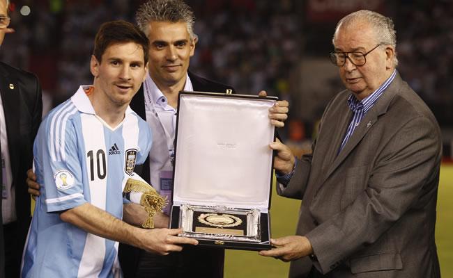 Lionel Messi (d) de la selección nacional de Argentina. Foto: EFE