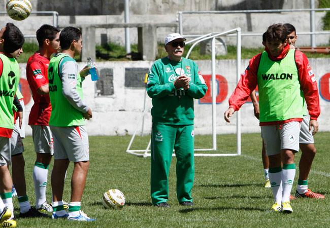Entrenamiento de la Selección Boliviana a la cabeza de Xabier Azkargorta. ABI