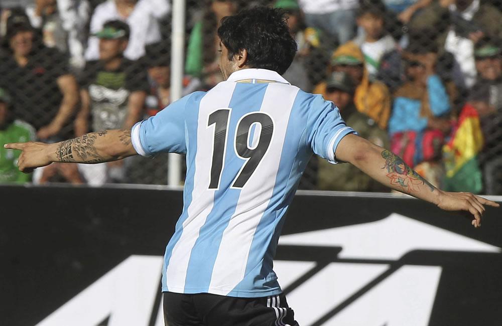 El jugador de Argentina Ever Banegas celebra su gol ante Bolivia. Foto: EFE