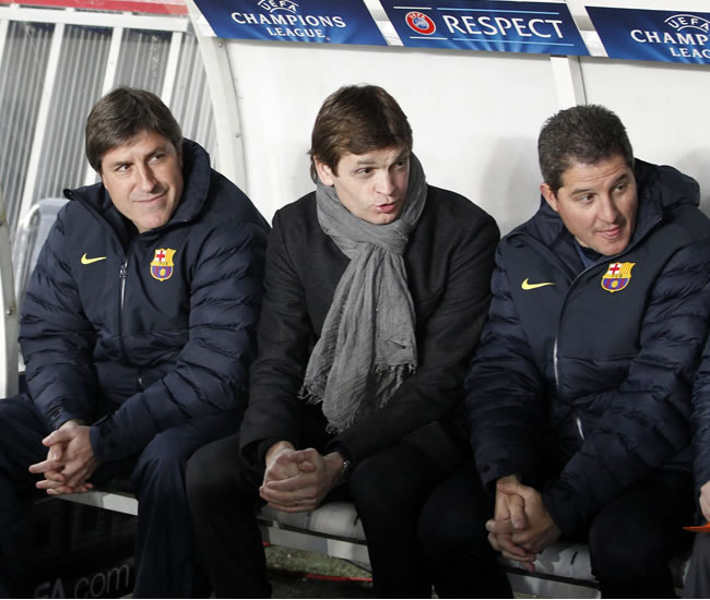 El entrenador del FC Barcelona, Tito Vilanova (c), junto a su asistente Jordi Roura (i). Foto: EFE