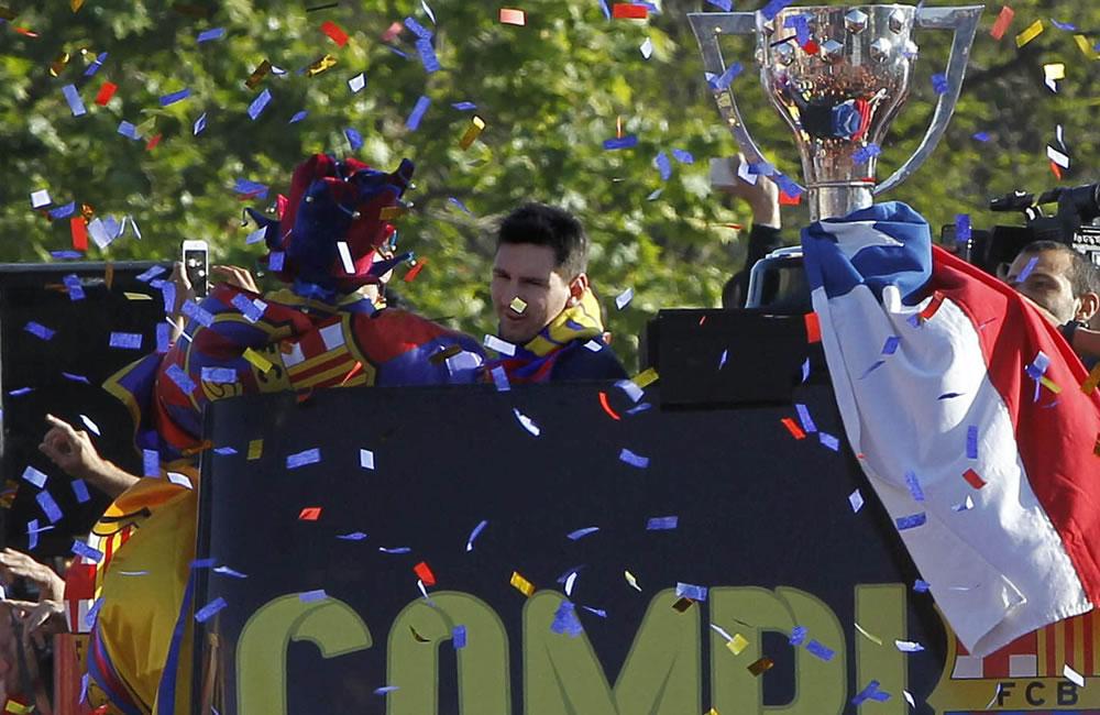 El jugador argentino del FC Barcelona, Leo Messi, en el autobús que les transporta. Foto: EFE