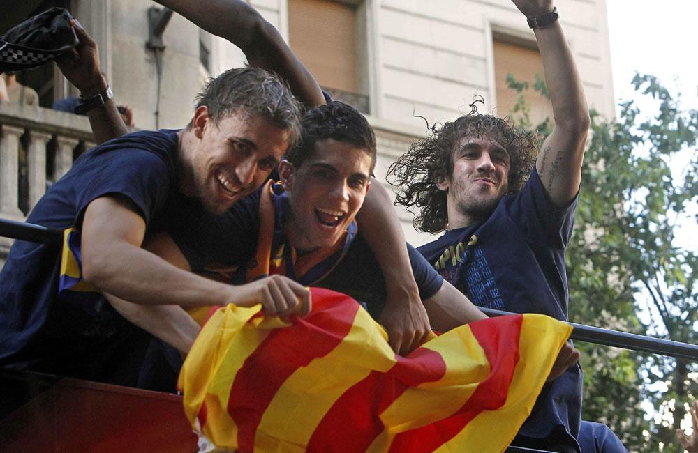 Los jugadores del FC Barcelona, Marc Muniesa (i), Marc Bartra (c) y Carles Puyol. Foto: EFE