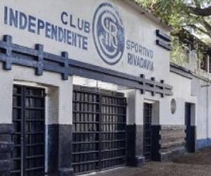 Barras Bravas de Independiente Rivadavia agreden a los jugadores