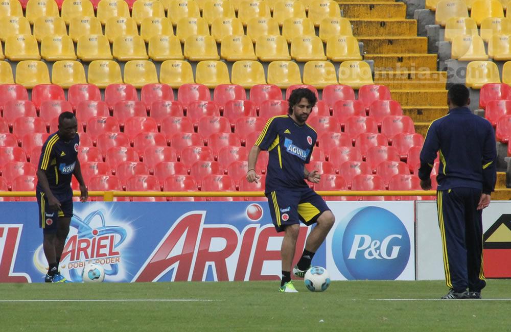 Mario Alberto Yepes toca el balón en el entrenamiento de Colombia. Foto: Interlatin