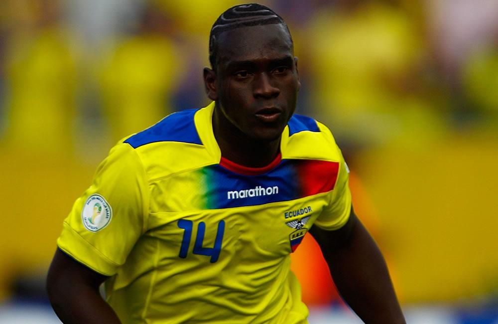 El jugador de Ecuador Segundo Castillo celebra un gol ante Argentina. EFE