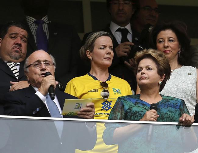 El presidente de la FIFA, Joseph Blatter (i) y la presidenta de Brasil, Dilma Rousseff (d), en la inauguración de la Copa Confederaciones. Foto: EFE