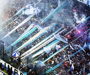 """Racing celebró el descenso de Independiente con un """"funeral"""""""
