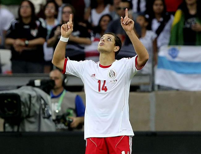 """El delantero de México Javier Hernández """"Chicharito"""" celebra el primer gol de su equipo ante Japón, durante el partido de la Copa Confederaciones. Foto: EFE"""
