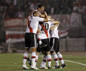 River Plate gana y San Martín desciende