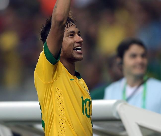 Brasil, Neymar da Silva, celebra la victoria sobre Uruguay. Foto: EFE