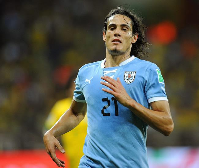El jugador de Uruguay Edinson Cavani ante Brasil. Foto: EFE
