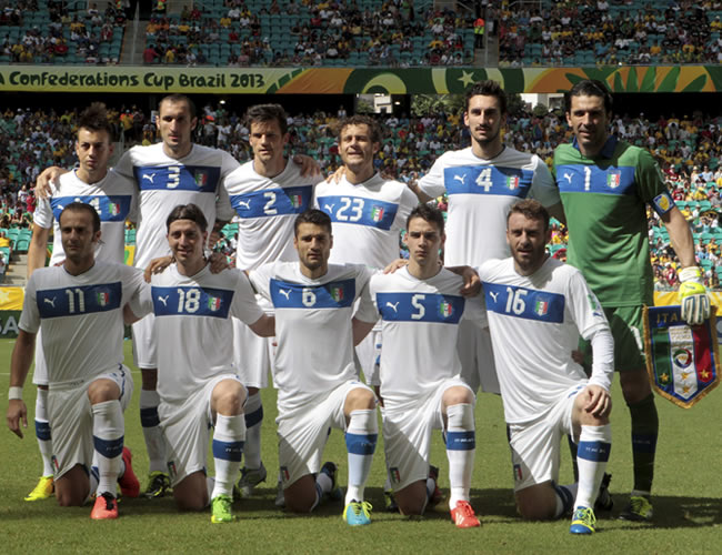 Los jugadores de Italia posan antes del inicio del partido. Foto: EFE