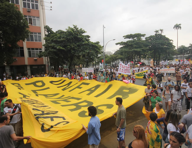 Protestas en cercanías al estadio Maracaná. Foto: EFE