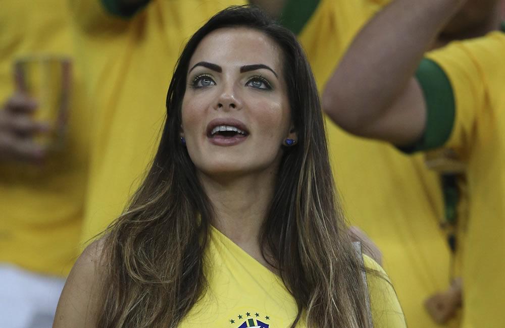 Aficionada brasileña en la final de la Copa Confederaciones. Foto: EFE