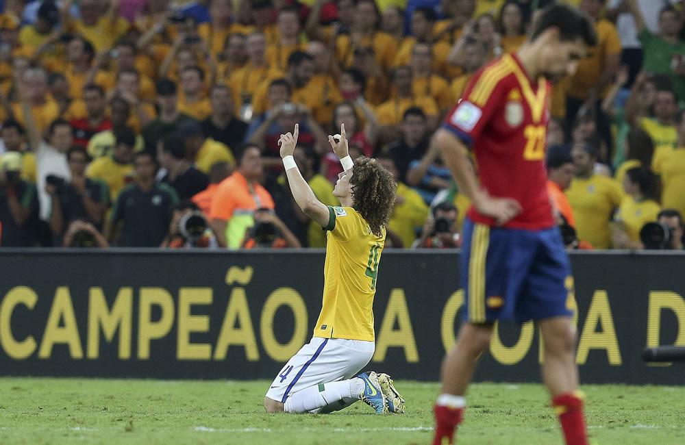 Brasil, con goles de Neymar y Fred, derrota a España en la final