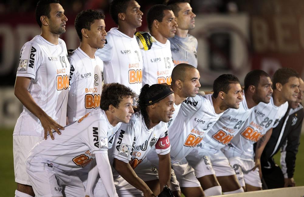 Los jugadores del Atlético Mineiro de Brasil posan durante el partido de semifinales de Copa Libertadores. Foto: EFE