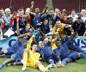Los jugadores de Francia celebran el título del Mundial Sub-20. EFE