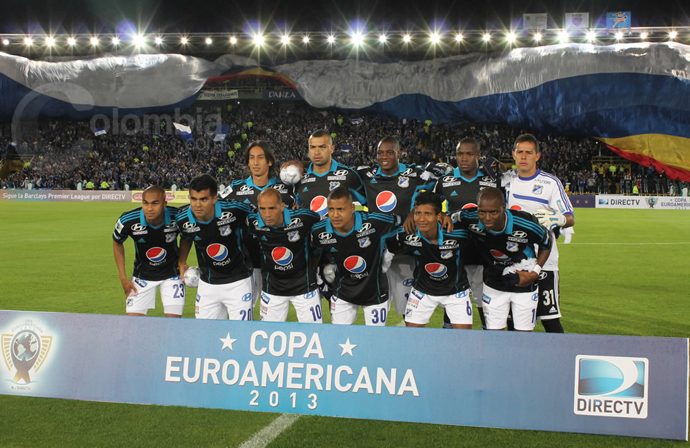 Los jugadores de Millonarios posan antes del inicio del partido. Foto: Interlatin