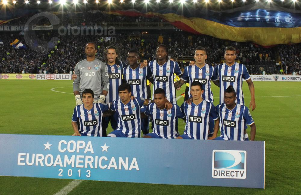 Los jugadores del Oporto posan antes del inicio del partido. Foto: Interlatin
