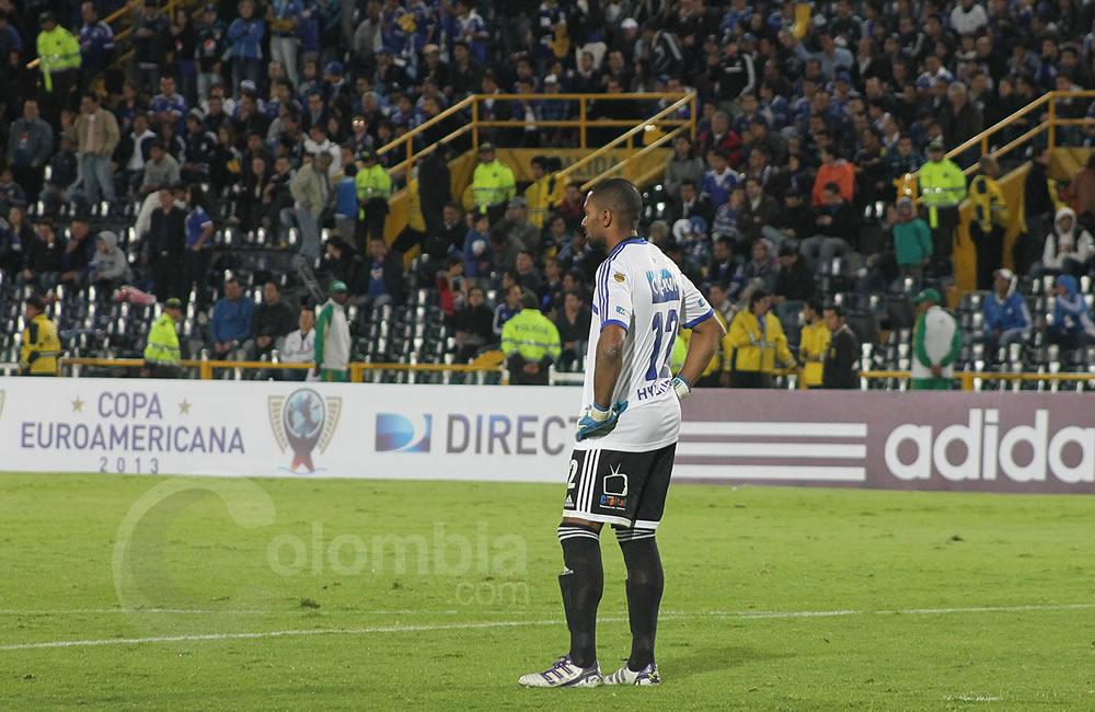 El arquero de Millonarios, Róbinson Zapata, reacciona tras el cuarto gol del Oporto. Foto: Interlatin