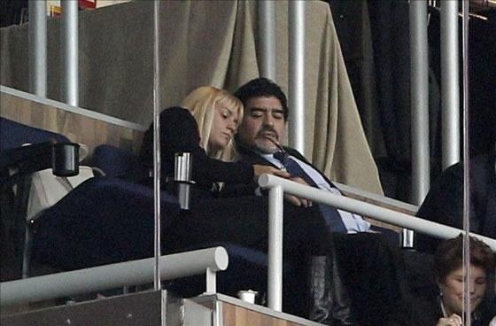 El exfutbolista argentino Diego Maradona y Rocío Oliva. Foto: EFE