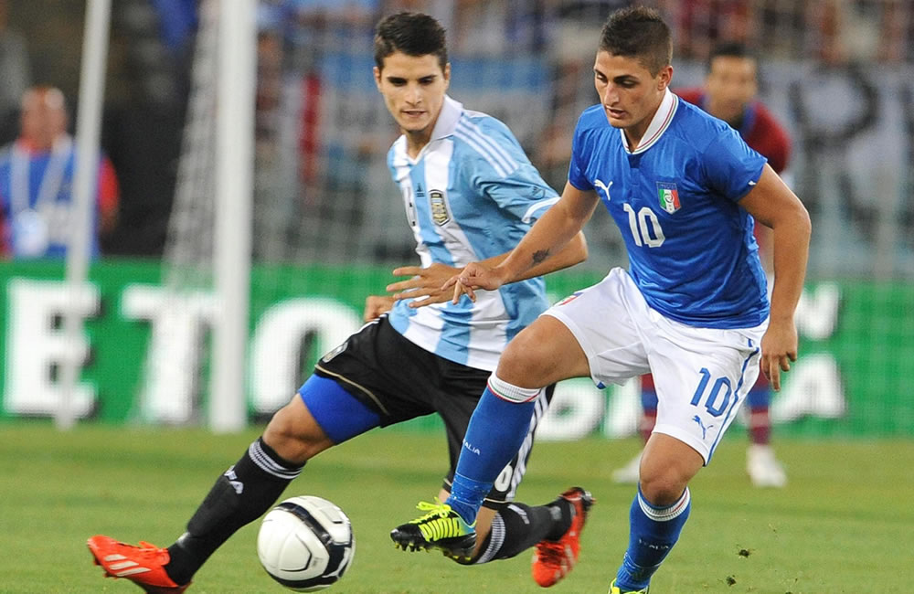 El italiano Marco Verratti (d) ante el argentino Erik Lamela (i). EFE