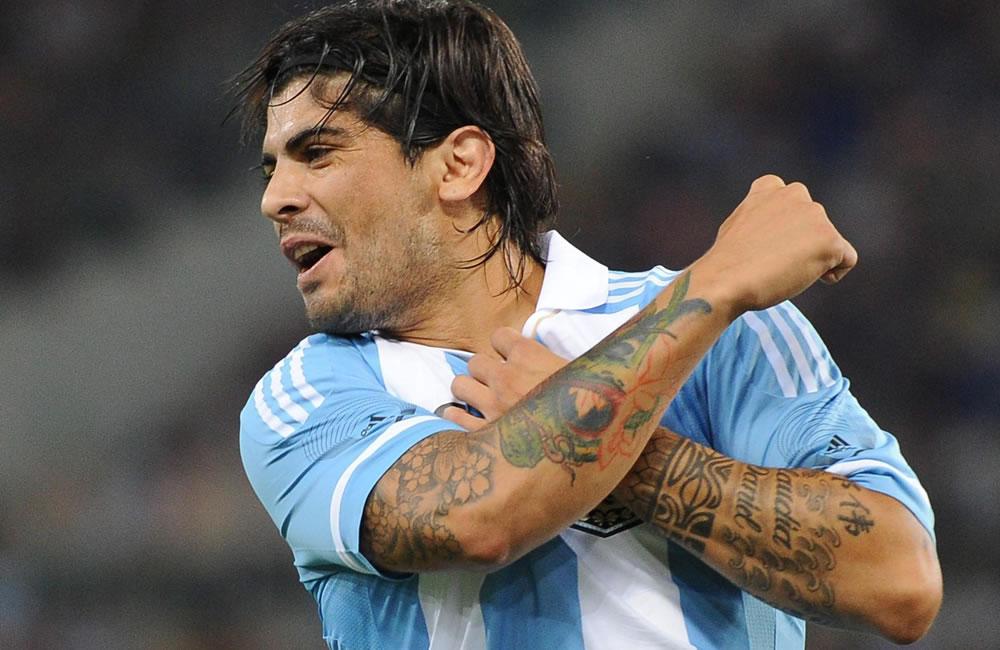 El argentino Ever Banega celebra su gol ante Italia. EFE