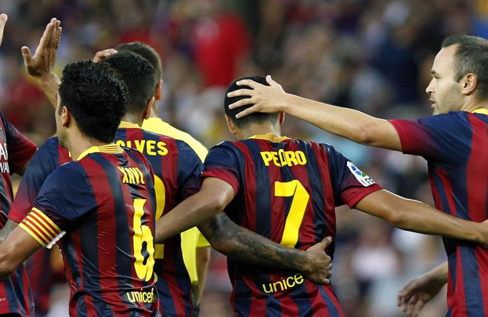 El centrocampista del Barcelona Pedro Rodríguez (c) celebra con sus compañeros uno de sus goles ante el Levante. Foto: EFE