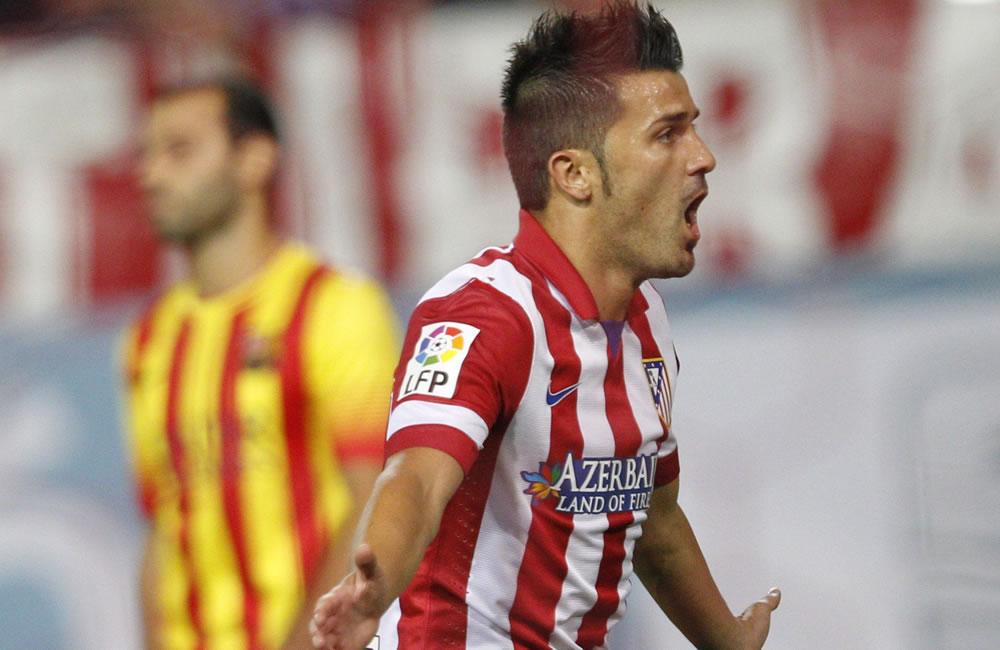 El delantero del Atlético de Madrid David Villa celebra tras marcar ante el FC Barcelona. Foto: EFE