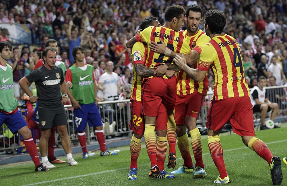 Los jugadores del FC Barcelona celebran el gol marcado por Neymar (3-d) antre el Atlético de Madrid. Foto: EFE