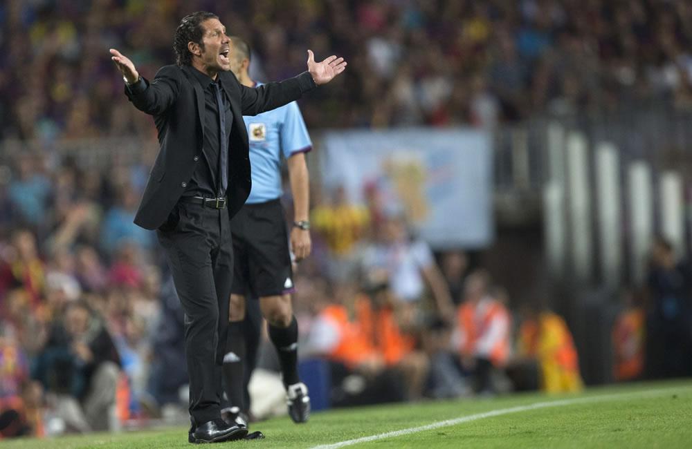 El entrenador argentino del Atlético de Madrid Diego Simeone protesta durante el partido de vuelta de la Supercopa de España. Foto: EFE