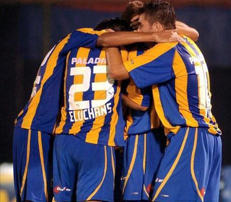 Con un gol agónico de Sebastián Abreu, Rosario Central empató con Arsenal. Foto: EFE