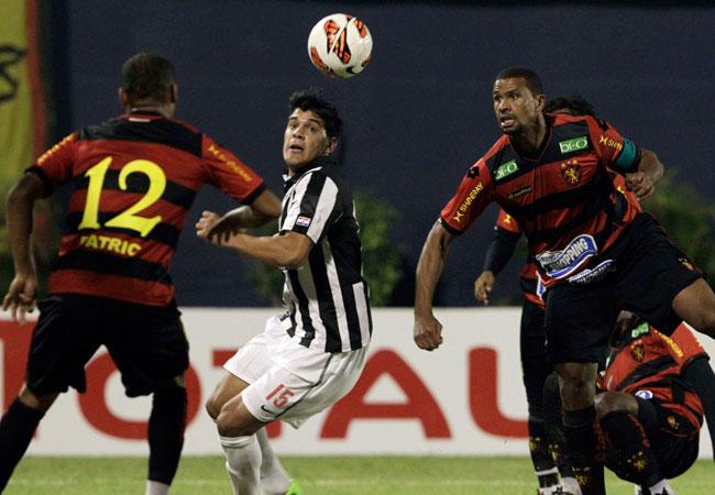 Libertada de Paraguay superó al Sport Recife de Chumacero