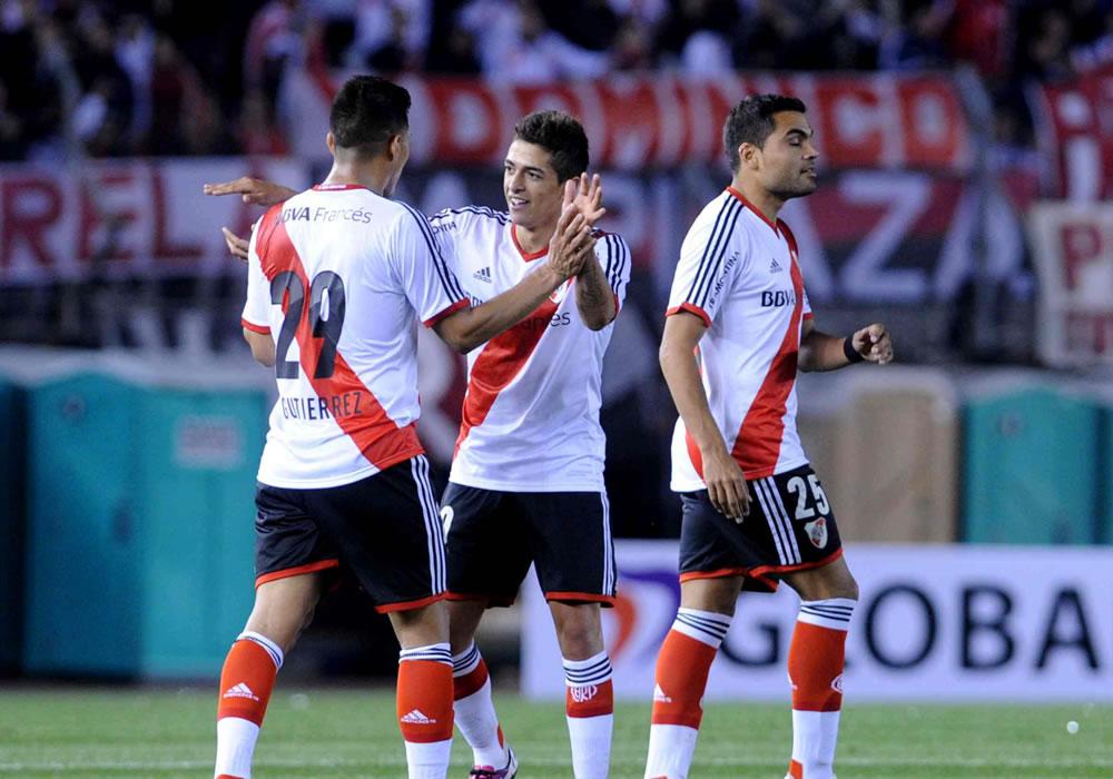 Los jugadores de River Plate festejan su victoria por dos a cero ante la Liga de de Loja. Foto: EFE