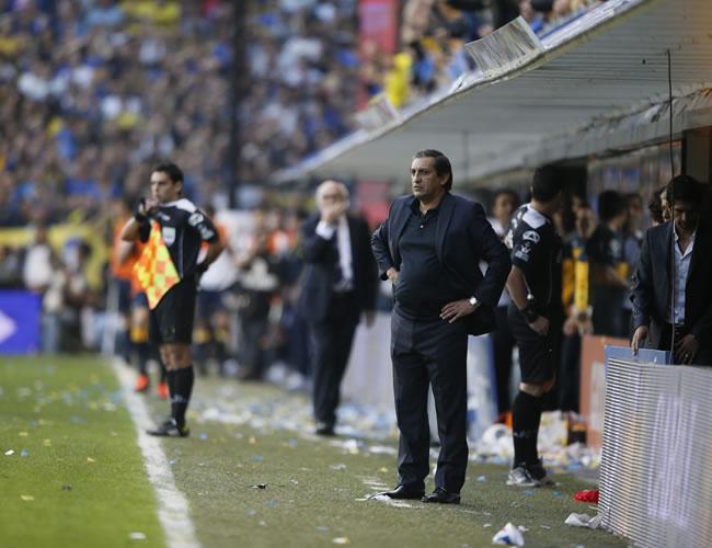 Ramón Díaz y Román Riquelme calientan el superclásico argentino. Foto: EFE
