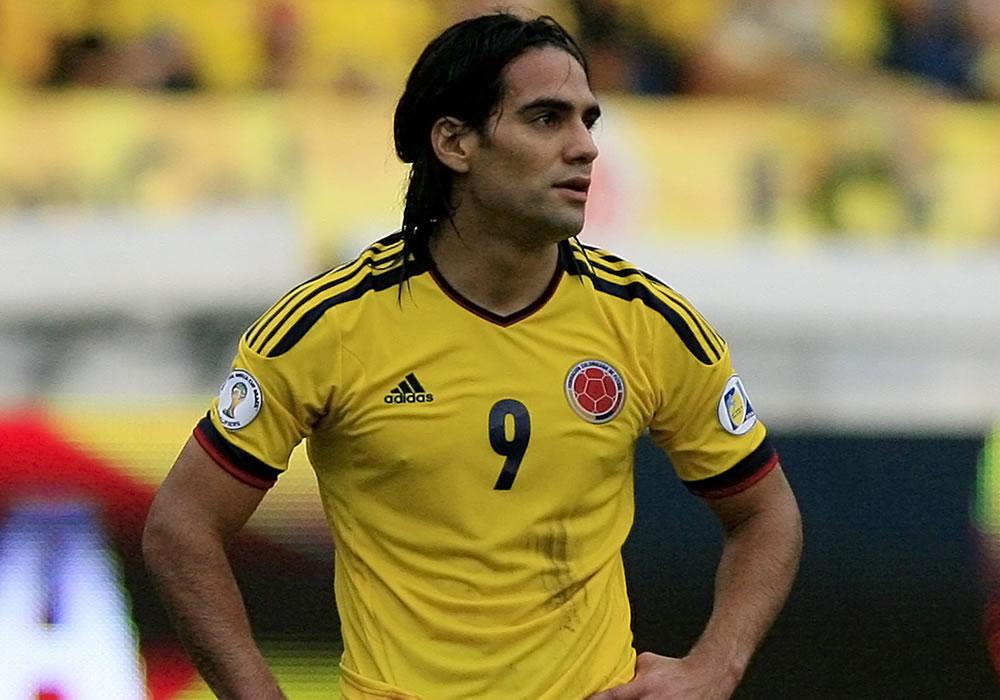 El jugador de Colombia, Falcao García, se lamenta luego de fallar un tiro al arco ante Chile. Foto: EFE