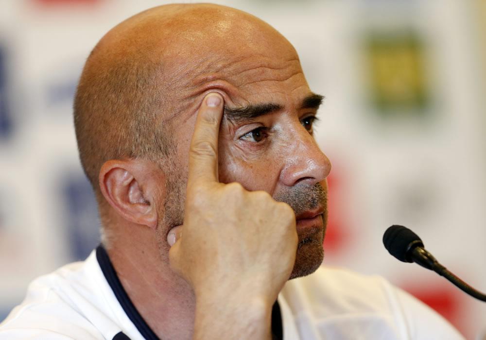 El DT de la selección chilena de fútbol, el argentino Jorge Sampaoli, ofrece una rueda de prensa. Foto: EFE
