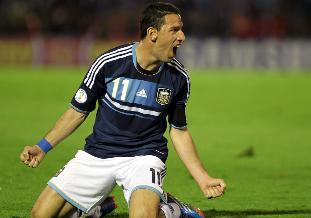 El jugador de la selección argentina Maximiliano Rodríguez celebra el segundo gol ante Uruguay. EFE