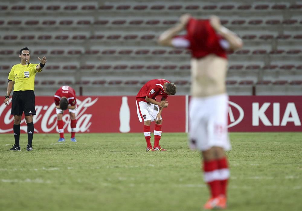 ón Argentina sub-17 reaccionan tras su victoria en el partido. EFE