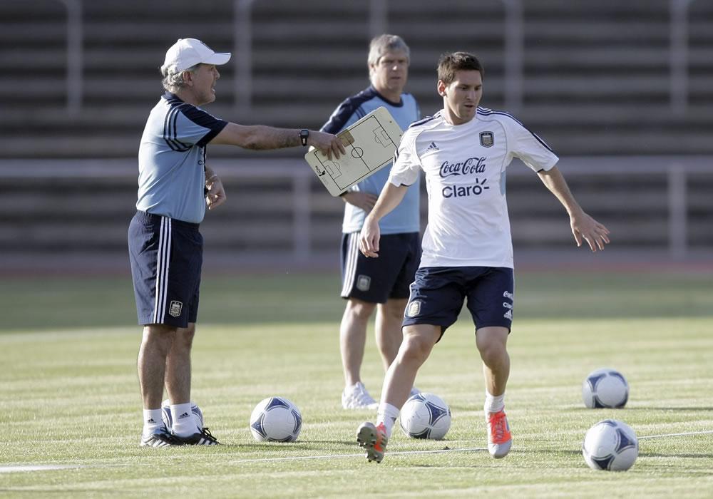 Sabella desconvoca a Messi y dice estar preocupado con su lesión. Foto: EFE