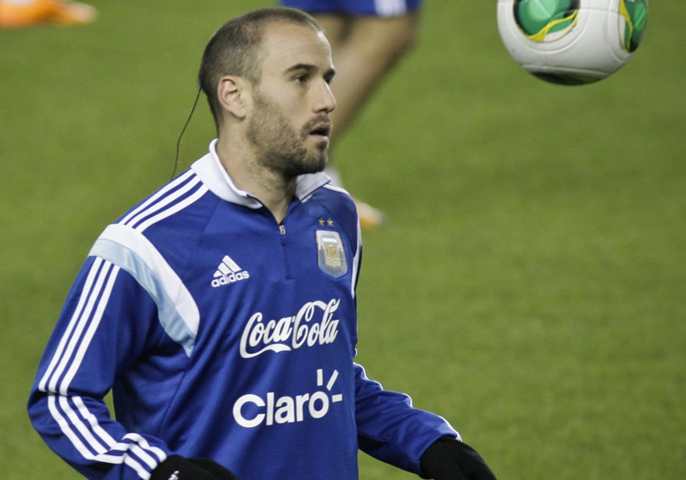 El jugador de la selección argentina de fútbol Rodrigo Palacio participa en una práctica en el estadio Red Bull Arena en Harrison. EFE