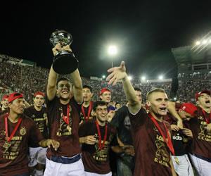 Jugadores de Lanús celebran la victoria de Ponte Preta