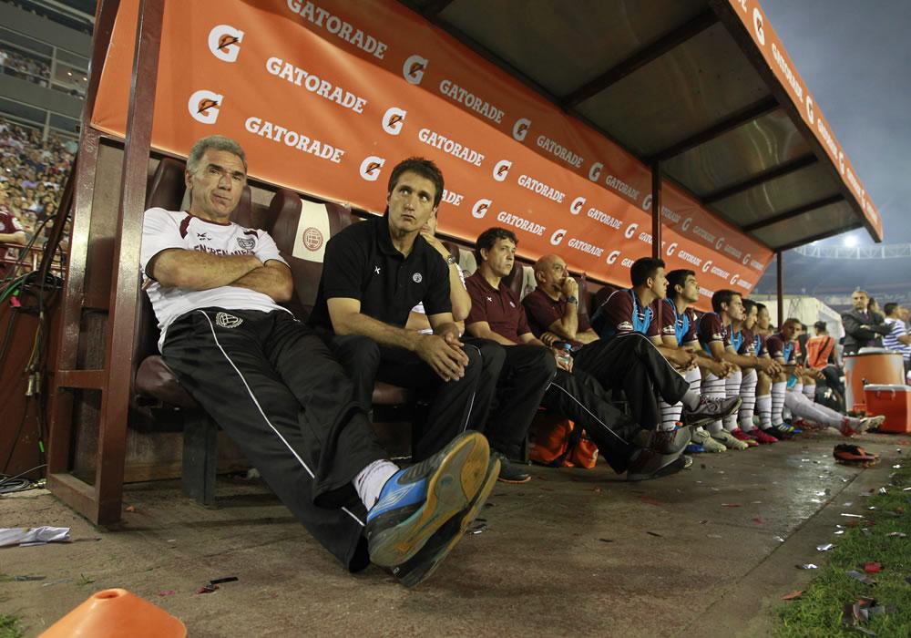 El director técnico de Lanús, Guillermo Barros Schelotto. Foto: EFE