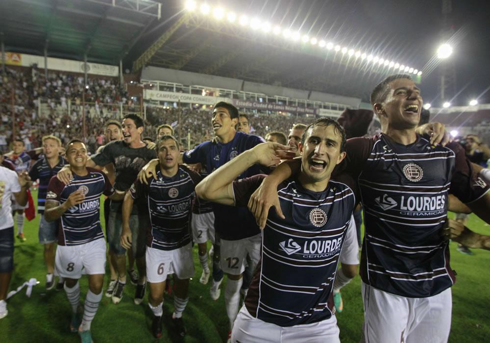 Jugadores de Lanús celebran la victoria de Ponte Preta. Foto: EFE