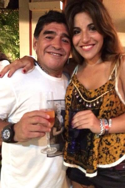 Maradona celebra la Navidad con su hija Giannina y su nieto. Foto: Twitter de Gianina Maradona
