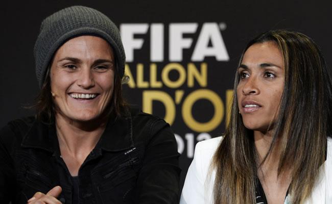 Las nominadas a la Mejor Jugadora de Fúbol del Año la alemana Nadine Angerer (izq) y la brasileña Marta Vieira da Silva. Foto: EFE