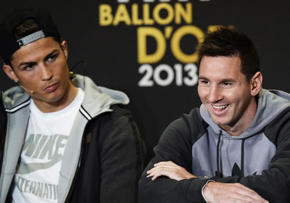 El delantero portugués del Real Madrid, Cristiano Ronaldo (izda), y el delantero argentino del FC Barcelona Lionel Messi. Foto: EFE