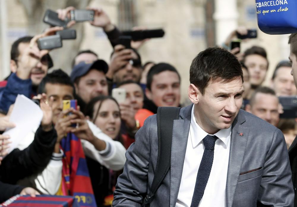 El argentino del FC Barcelona Leo Messi, a su llegada a un céntrico hotel de Valencia. Foto: EFE