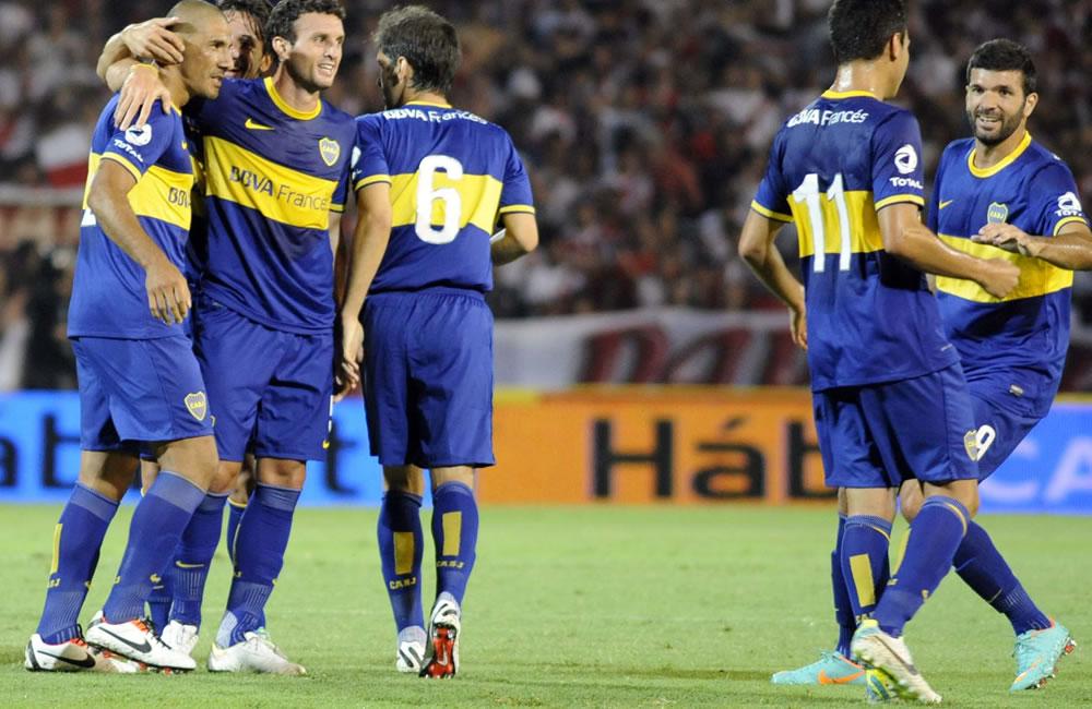 Los jugadores de Boca Juniors festejan un gol durante el partido amistoso que juegan ante River Plate. EFE
