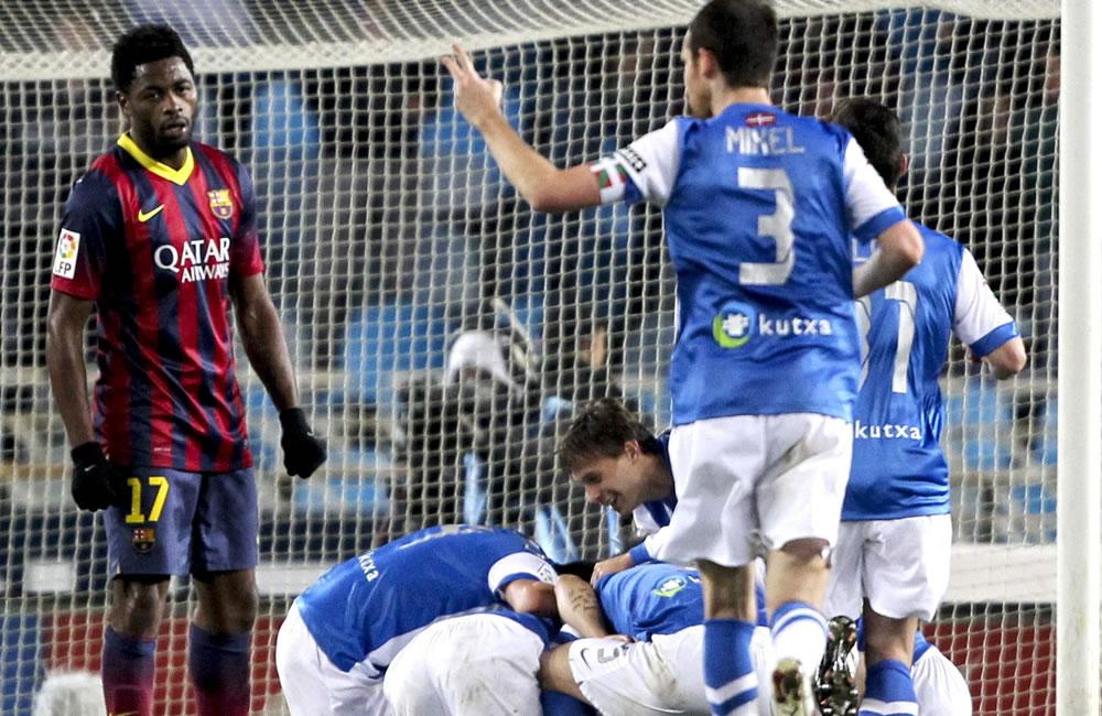 Los jugadores de la Real Sociedad celebran el gol marcado por su compañero, David Zurutuza. Foto: EFE